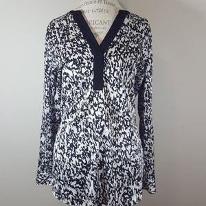 Vince Camuto popover tunic size medium
